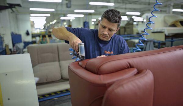 Jak wygląda produkcja mebli tapicerowanych? | Inspiracje Gala Collezione