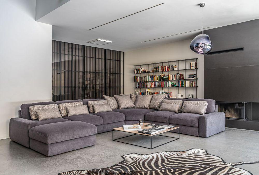 Szary narożnik w kształcie podkowy w nowoczesnym salonie | Gala Collezione
