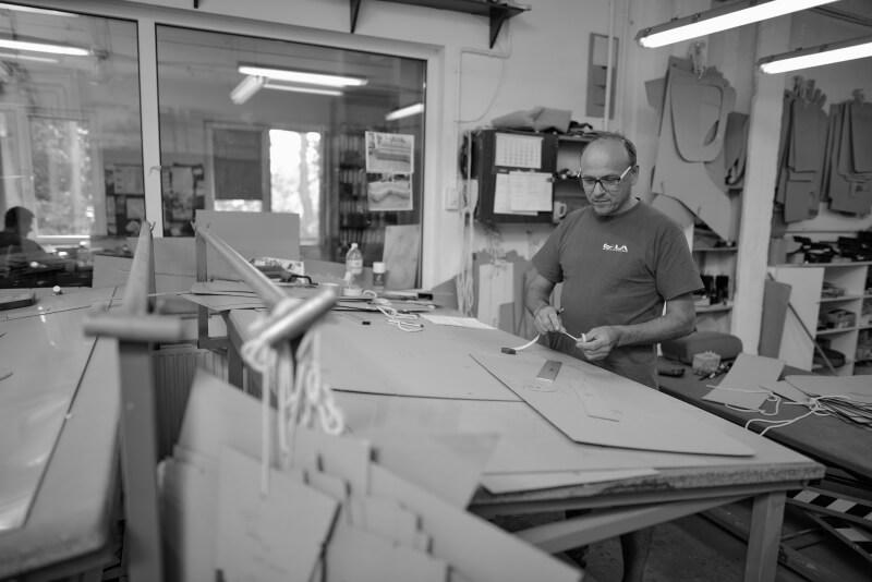Modelarnia Szwalnia w Fabryce Mebli Gala Collezione - przygotowanie prototypu mebla