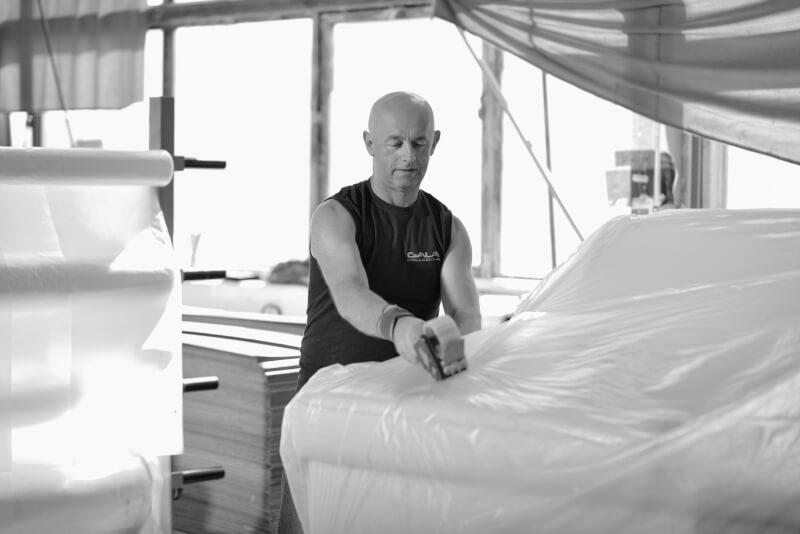 Pakowanie mebli w Szwalnia w Fabryce Mebli Gala Collezione