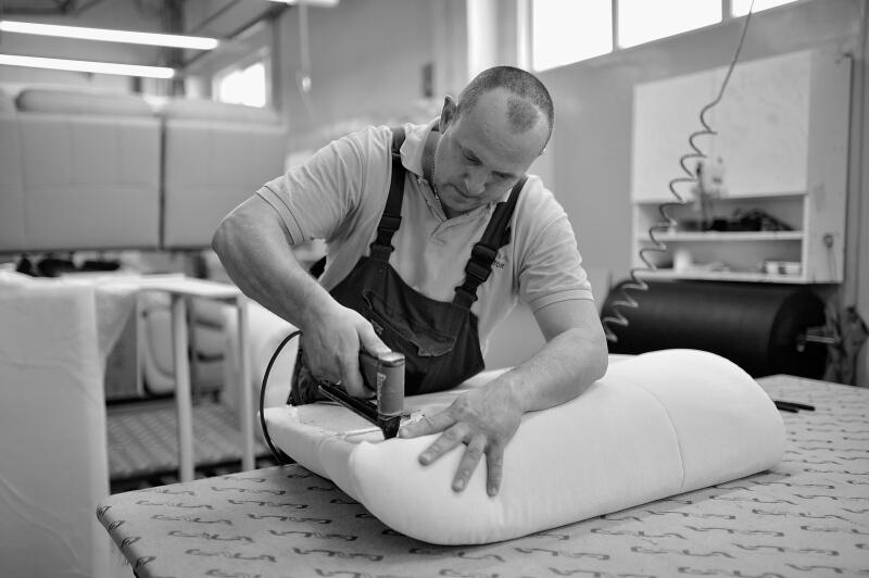 Tapiercnia w Fabryce Mebli Gala Collezione - tapicerowanie lekkie