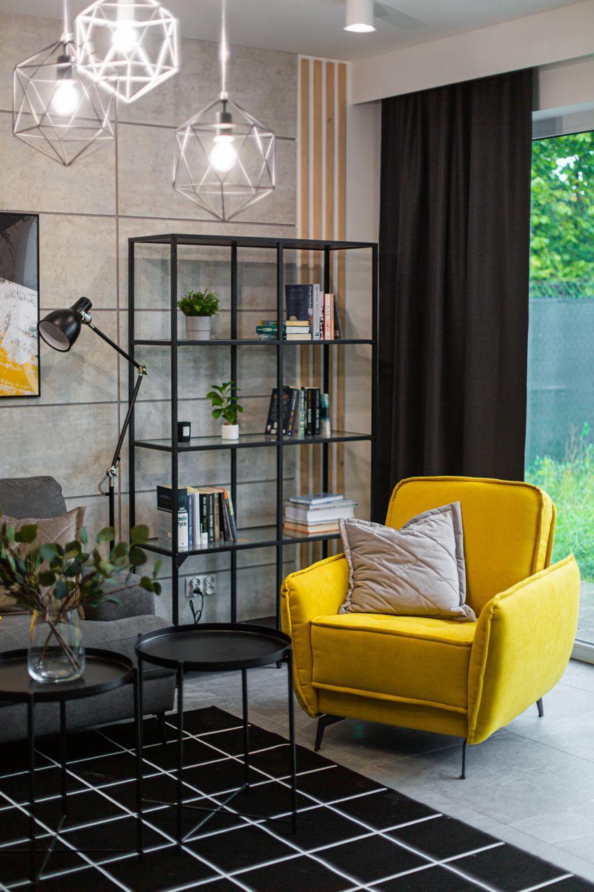 Żółty fotel Vigo na zdjęciu z realizacji projektu Sandry Białkowskiej Dobry Układ, fot. prototypownia