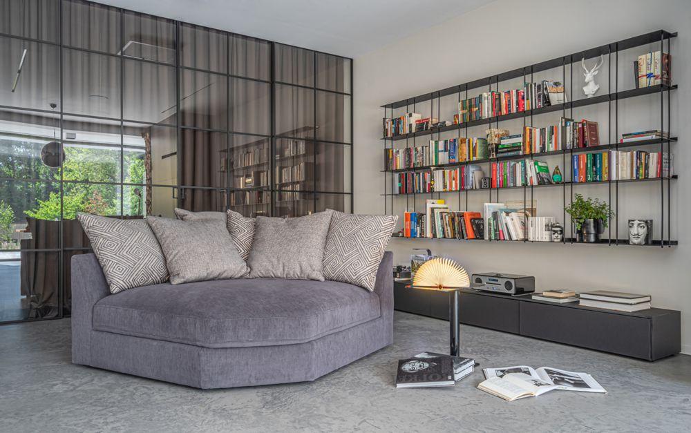 Kącik wypoczynkowy w dużym salonie z elementem narożnym Serena | Gala Collezione