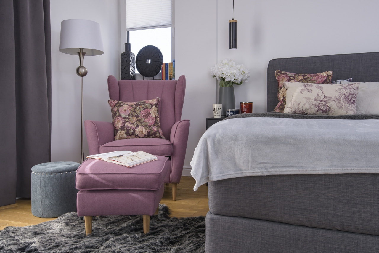 Fotel Fido z podnóżkiem na zdjęciu domu projektantki Katarzyny Szostakowskiej, projektantki wnętrz i blogerki