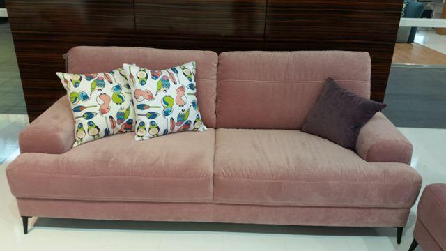 Nowość Gala Collezione - wygodna sofa Mondo w modnym ocieniu pudrowego różu