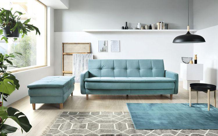 W małym salonie dobrze sprawdzą się jasne kolory, które optycznie powiększą przestrzeń