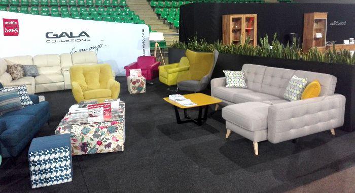 Wygodne i komfortowe meble marki Gala Collezione na stoisku wystawienniczym podczas Targów Aranżacji i Wyposażenia Wnętrz w Bydgoszczy